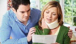 woman suffering neck injury who needs a personal injury lawyer in Maryland